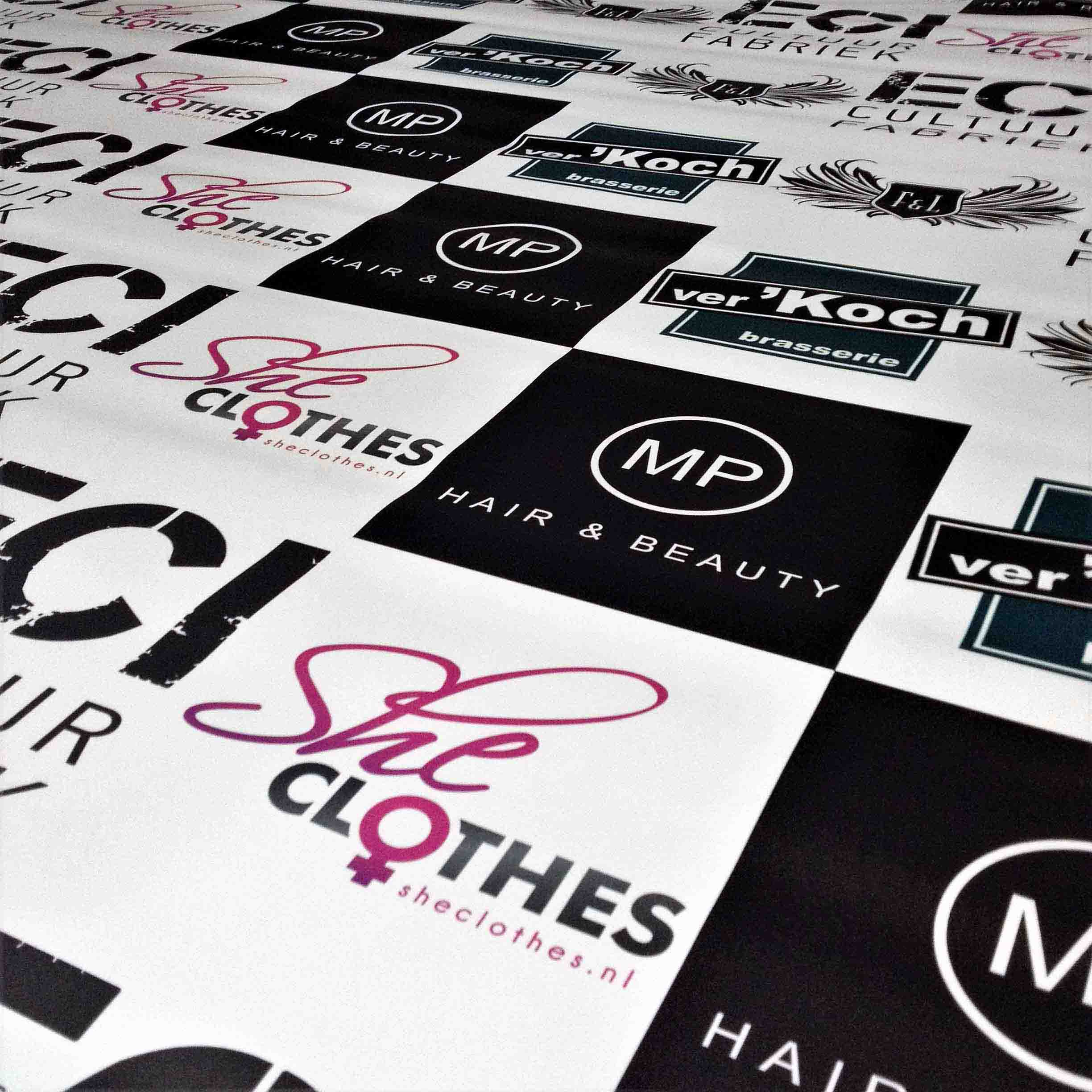 She Clothes fotobooth banner